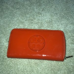 Tort Burch patent leather large wallet